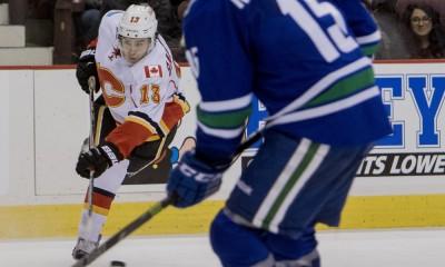 NHL: DEC 20 Flames at Canucks