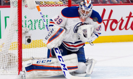 FEB 06, 2016 : Anders Nilsson #39 of the Edmonton Oilers makes a save during the NHL game against the Montreal Canadiens at the Bell Centre on February 6, 2016 in Montreal, Quebec, Canada. (Photo by Philippe Bouchard/Icon Sportswire)